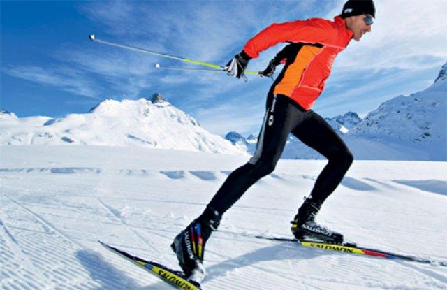 Почему плохо скользят пластиковые лыжи в мороз
